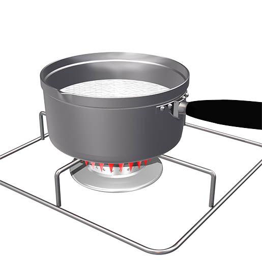 牛乳を鍋で温める。
