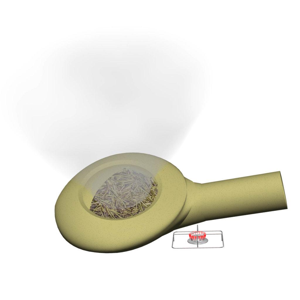 コンロから焙烙を離した後も焙煎が続きさらに煙が強く出る。