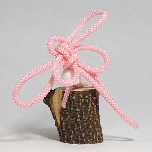 紐で作ったトンボのオブジェ