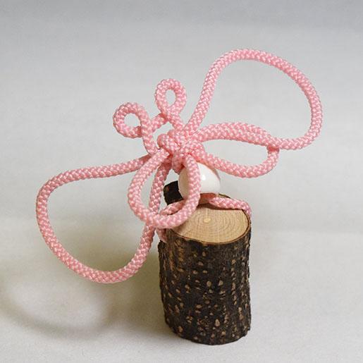 紐で作った蝶のオブジェ